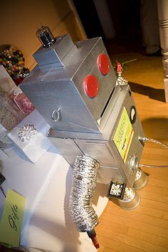 OMG this is awesome!!! - robot wedding card box!