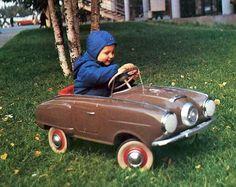 Cool Old Studebaker Peddle car…. Cool Old Studebaker Peddle car…. Antique Toys, Vintage Toys, Vintage Trucks, Vintage Ideas, Automobile, Kids English, Power Cars, Kids Ride On, Metal Toys