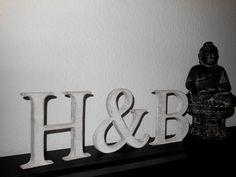 Partnerbuchstaben zur Hochzeit, shabby weiß 15cm von Designsouris auf DaWanda.com