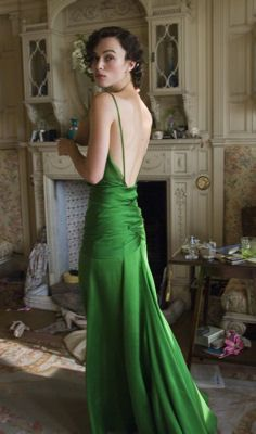 """Keira Knightley emerald-green gown from her new film, """"Atonement. Keira Knightley, Keira Christina Knightley, Vestidos Color Verde Esmeralda, Atonement Dress, Atonement Movie, Pretty Dresses, Beautiful Dresses, Gorgeous Dress, Evening Dresses"""