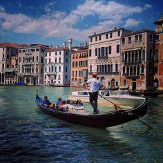 @loves_united_venice #callme_blest #venezia #grancanal #venice #pontedirialto #rialtobridge #rialto #veneto #igersveneto #igersvenezia #gondola #gindoliere #gondolier #photo #photooftheday #photographer #photogram #pic #picture #picoftheday #iphone6 #igers #igersitalia #italy #italiandestination #travel #discoveritaly #loves_united_venice