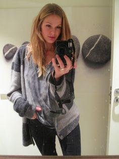 MARIA SKAPPEL: Antrekk: jeans fra Acne, t-shirt fra Never Denim, genser fra The local firm og kamera fra Canon.