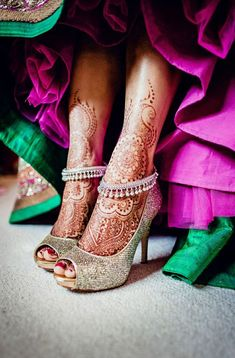 These silver ankle bracelets look incredible with the sequined heels and #mehndi.