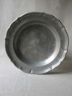 pewter platter... I love pewter... don't see it often enough...