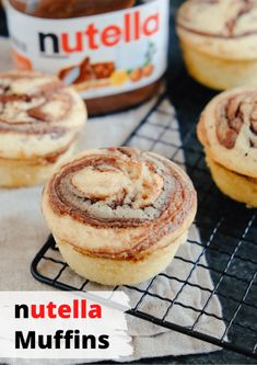 Nutella-Muffins mit flüssigem Kern With the recipe for Nutella muffins you can bring joy to many Nutella junkies. The fluffy muffin dough envelops a chocolate Nutella strudel with a soft Nutella core in the middle. Who could resist that? Cake Recipes Without Oven, Cake Recipes From Scratch, Easy Cake Recipes, Dessert Recipes, Muffin Recipes, Pasta Recipes, Baking Recipes, Sweet Recipes, Salad Recipes