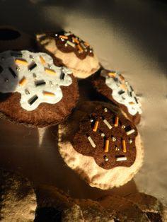 felt muffin diy Muffin, Felt, Desserts, Diy, Tailgate Desserts, Felting, Deserts, Bricolage, Muffins
