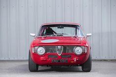 Alfa Romeo Giulia Sprint GTA Coupe (is the lightweight version of the more common Giulia Sprint GT). Alfa Romeo Junior, Alfa Romeo Gtv6, Alfa Romeo Cars, 1957 Chevrolet, Chevrolet Chevelle, Cadillac, Auto Gif, Chevy, Alfa Giulia
