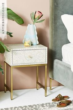 A black and white piece charged with all the vibrancy of technicolour: this simple nightstand has been elaborated by hand with a bone inlay and brushed brass hardware, a formidable piece to let your design details shine forth.