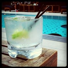 Sipping Kanon cocktails by the pool at @dreamdowntown with @iamamayzing. Ideal Sunday