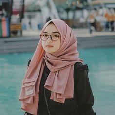 Wallpaper Gadis Hijab Cantik Muslimah Cute - Awek Hijab Comel Simple Hijab Tutorial, Hijab Style Tutorial, Hijabi Girl, Girl Hijab, Hijab Dress, Hijab Outfit, Muslim Wedding Dresses, Dress Wedding, Wedding Bride