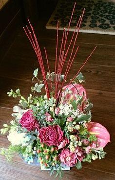 花ギフトのプレゼント【BFM】 枝物でインパクト そんなフラワーアレンジメント http://www.basketflowermarkets.com