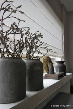 Charming Farmhouse Wall Decor Ideas to Add Some Rustic Flair to Your Blank Walls - The Trending House Terracota, Deco Floral, Farmhouse Wall Decor, Deco Table, Window Sill, Rustic Interiors, Home Living Room, Home Decor Inspiration, Home Accessories