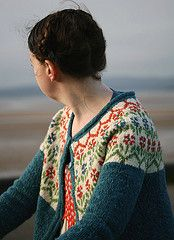 New Kate Davies - Blaithin. One piece with front steel, pockets, i-cord. Fair Isle Knitting Patterns, Fair Isle Pattern, Knit Patterns, Stitch Patterns, Kate Davis, Icelandic Sweaters, Knit Sweaters, How To Purl Knit, Jackett