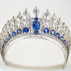 The Dutch sapphire tiara. It includes 655 South African diamonds, now set in platinum. The 33 sapphires are nestled at the bottom of the diadem. Adding to the sparkle factor, some of the stones are en tremblant – meaning set on springs, so that they move with the wearer and create the maximum amount of reflection. The tiara was purchased in 1881 by King Willem III of the Netherlands for his wife, Queen Emma.