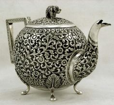 Indian Coin Siver Elephant Teapot c1890 Cutch | the Teapots Collectionary Elephant Teapot, Yixing Teapot, Indian Crafts, Boho Inspiration, Teapots And Cups, Tea Art, Gold Glass, Metallica, Precious Metals