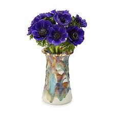 This elegant handmade vase heightens the beauty of any bouquet. Homemade Xmas Decorations, Contemporary Vases, Interior Design Singapore, Vase Crafts, Christmas Candle Holders, Clear Glass Vases, Luxury Home Decor, Handmade Home Decor, Vases Decor