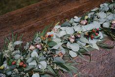 Flowers don't mind the rain Winter Floral Arrangements, Wedding Flowers, Succulents, Floral Design, Rain, Plants, Ideas, Rain Fall, Floral Patterns