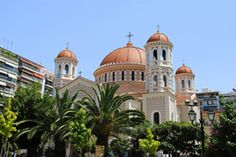 Salonic (Thessaloniki) este situat în Golful Termaic. În 2001, oraşul număra 363.987 de locuitori.