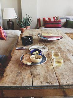 diy tisch aus bohlen table with planks tisch aus ger stbohlen pinterest ger stbohlen und. Black Bedroom Furniture Sets. Home Design Ideas