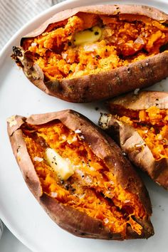Baked sweet potato is a healthy side dish or main meal. Learn how to bake sweet potatoes in the oven perfectly. Baked sweet potato is a healthy side dish or main meal. Learn how to bake sweet potatoes in the oven perfectly. Baked Sweet Potato Oven, Good Sweet Potato Recipe, Sweet Potato Recipes Healthy, Healthy Recipes, How To Cook Sweet Potato, Oven Baked, Sweat Potato Recipes, Gastronomia, Kitchen