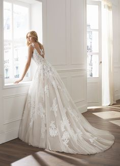 The FashionBrides is the largest online directory dedicated to bridal designers and wedding gowns. Find the gown you always dreamed for a fairy tale wedding. Bridal Collection, Dress Collection, Bridal Gowns, Wedding Gowns, Rosa Clara Wedding Dresses, Princess Style, Wedding Dress Shopping, Bride Look, Tumblr Outfits