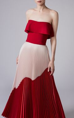 Acra Resort 2018 Fashion Show See the complete Reem Acra Resort 2018 collection.See the complete Reem Acra Resort 2018 collection. Trend Fashion, Fashion Mode, Fashion 2018, Look Fashion, Couture Fashion, Runway Fashion, Fashion Beauty, Fashion Show, Fashion Dresses