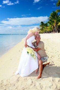 """la mariée embrasse son photographe  """"  Lux Le Morne """""""