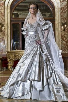Amazing wedding gown!