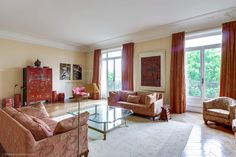 Superb, colorful, very spacious apartment for sale in the 16th district of Paris on Avenue Georges Mandel. Excellent property in a prestigious quarter of the capital near Trocadero. https://www.glamourapartments.com/real-estate/for-sale/mandel