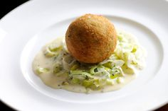 Smoked haddock fish cakes with creamed leeks