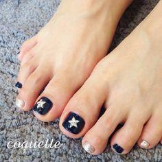 足の指先までおしゃれにしたい♡フットネイルデザインをまとめたよっ ... coquette(Tokyo,Japan) @coquette_nailandbouquetrond Star footnail✨.