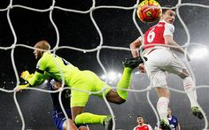 Koscielny heads Arsenal's second in a 2-1 win over Everton