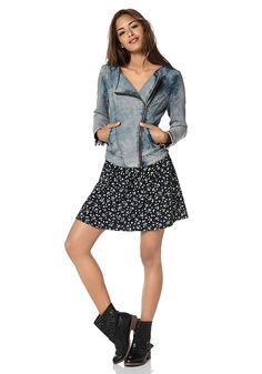 Jeans von oben bis unten der Trend im Frühling Trends, Biker, Denim, Jeans, Dresses, Fashion, Fashion Styles, Vestidos, Moda