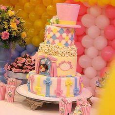 Bolo lindo para o tema Circo de menina 🎪🎪🎪🎪🎪 por Foto do IG . Circus Theme Party, Carnival Birthday Parties, Circus Birthday, Birthday Party Themes, Birthday Ideas, Carnival Cakes, Circus Decorations, Girls Party, Girl Cakes