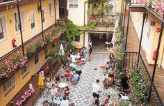 10 of Vienna's best restaurants for summer dining – vienna würstelstand Hotel Europa, Outdoor Restaurant, Beste Hotels, Das Hotel, Vienna, Budapest, Street View, Dining, Summer
