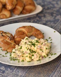 Hermelínový salát — Kluci v akci — Česká televize Slovak Recipes, Czech Recipes, Ethnic Recipes, Dips, Bon Appetit, Yummy Treats, Potato Salad, Bacon, Salads