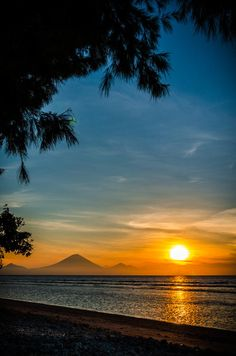 Sunset over the Gunung Agung volcano of Bali Island, Indonesia, seen from Gili. Places To Travel, Places To See, Places Around The World, Around The Worlds, Beautiful World, Beautiful Places, Ubud, Amazing Sunsets, Bali Travel