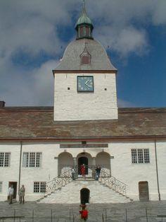 Austråttborgen, Borgveien 7140 Opphaug, Norway (ca. Villas, Finland, Norway, Sweden, Cabin, Mansions, House Styles, Home, Villa