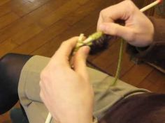 Cours de tricot 7 - rayures de couleur - YouTube Knitting, Handmade, Points, Motifs, Youtube, Pink Slippers, Colour Pattern, Learn How To Knit, Tuto Tricot