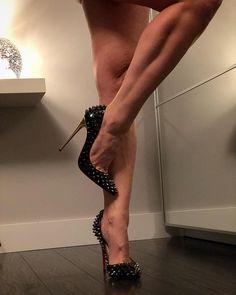 The weekend has come to an end...goodnight Instagram #heels #heelsaddict #highheels #heelgasm #heelporn #heelfetish #toecleavage #higharches #higharchedfeet #legs #legsfordays #tonedlegs #louboutinheels #louboutin #louboutinworld #stiletto #spikes #shoejunkyxo #goodnight #goodnightpost