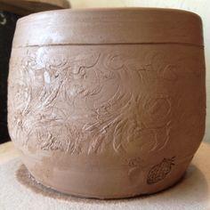 Trimmed planter. Peach stoneware. #Rovin_Ceramics