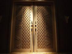 wooden frame door / palace hotel Palace Hotel, Door Design, Wooden Frames, Craftsman, Bali, Door Handles, Villa, Chinese, Iron