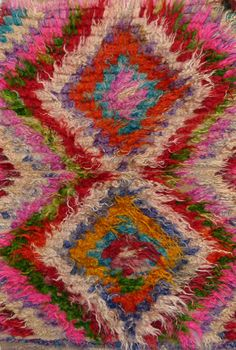 Great site for textile crafts inspired by rugs.