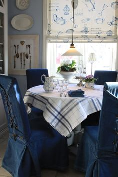 Blue and White Breakfast Room Love (Content in a Cottage) White Cottage, Cottage Style, Country Blue, French Country, Home And Deco, White Houses, Chair Covers, White Decor, Wabi Sabi
