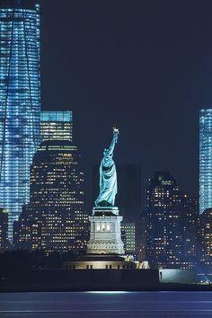 Pinterest estatua de la libertad, night, #places - Estados Unidos photography #skyline