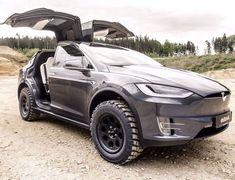 Tesla Model X Gets The Battlecar Off-Road Treatment Tesla Model X erhält die Battlecar-Offroad-Behandlung Tesla Motors, Tesla S, Nikola Tesla, Tesla Roadster, Cadillac Escalade, My Dream Car, Dream Cars, Sport Cars, Motor Sport
