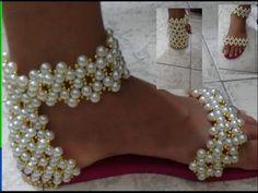 Un modelo muy divertido: botas en punto cocodrilo o escamas! Diseño y paso a paso: Ana Celia. Están tejidas a crochet y en dos tipos de lana: una de color en...