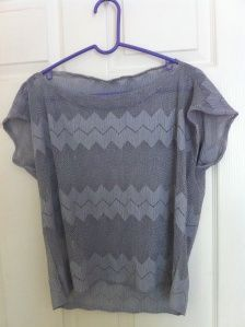 DIY flowy shirt :D looks super easy and cute ; Diy Adult, Diy Tops, Flowy Tops, Diy Shirt, Learn To Sew, Refashion, Sewing Crafts, Sewing Projects, Diy Clothes