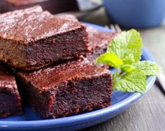Brownies Croq'Kilos au potiron et chocolat : http://www.fourchette-et-bikini.fr/recettes/recettes-minceur/brownies-croqkilos-au-potiron-et-chocolat.html