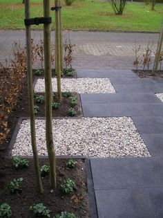 i like the mix of rocks and stone, you could then walk on gravel when frosty? Aanleg voortuin in Epe 2010 Tropical Landscaping, Modern Landscaping, Garden Landscaping, House Landscape, Landscape Design, Green Landscape, Front Gardens, Outdoor Gardens, Garden Structures